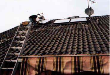 bilder vom aufbau einer thermischen solaranlage f r warmwasser und heizungsunterst tzung. Black Bedroom Furniture Sets. Home Design Ideas